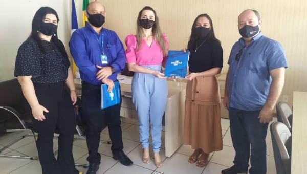 PREFEITA CAMILA FERNANDES E SEBRAE-TO DISCUTEM IMPLANTAÇÃO DO PROGRAMA CIDADE EMPREENDEDORA