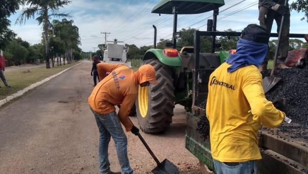 PREFEITURA REALIZA SERVIÇOS DE TAPA BURACOS